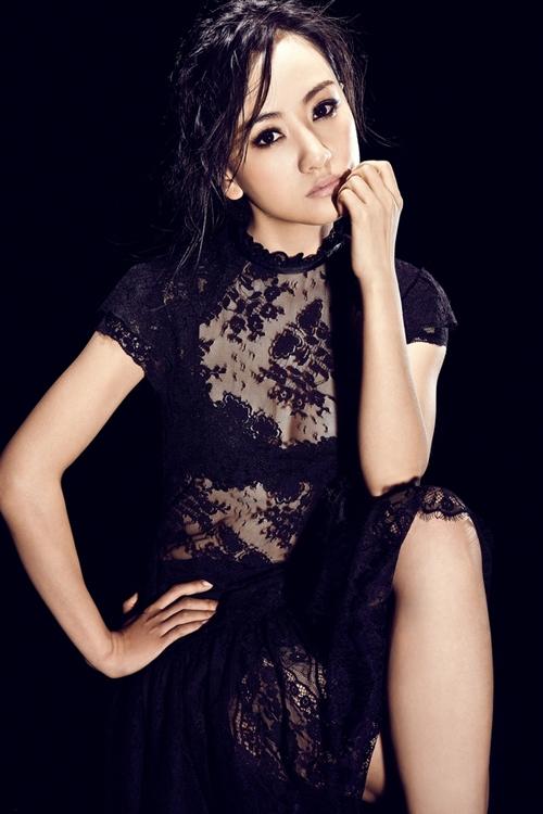 杨蓉魅力写真 大胆演绎黑色诱惑
