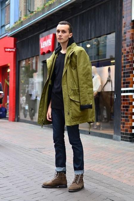 经典的切尔西靴自然是秋冬少不了的单品,套入式设计让男士从与鞋带