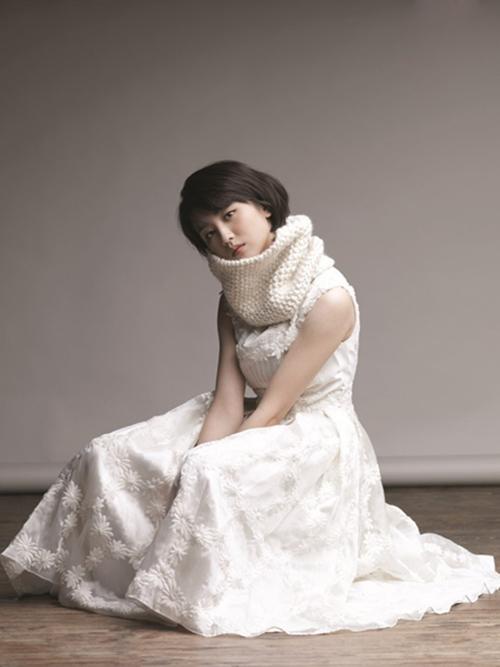 朴河宣时尚写真 短发清纯惹人怜-名人图库-中国鞋网