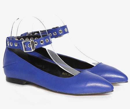春夏流行趋势之尖头平底鞋打造出的Easy Chic