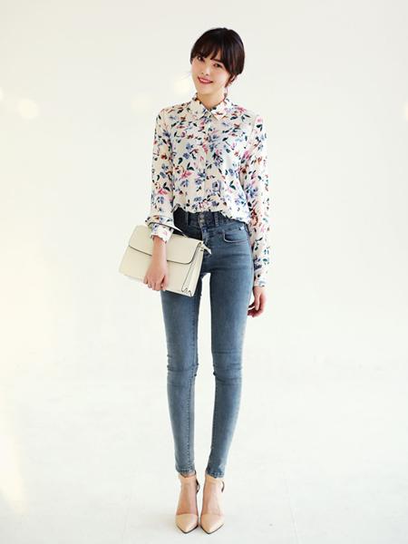 小脚裤+高跟鞋搭配 春季就做长腿美女 品头论足