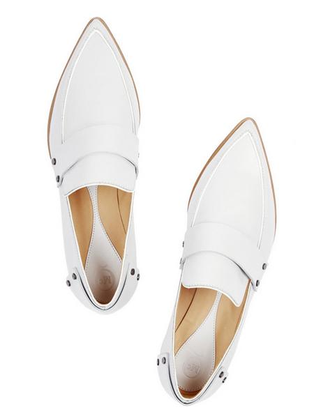 全白的鞋面显得优雅又干练