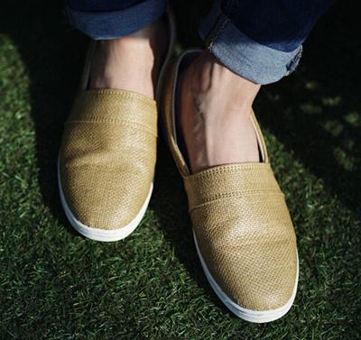 适合夏季穿着的麻制懒汉鞋