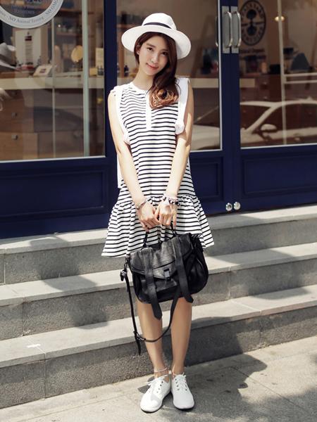 轻便舒适的条纹连衣裙