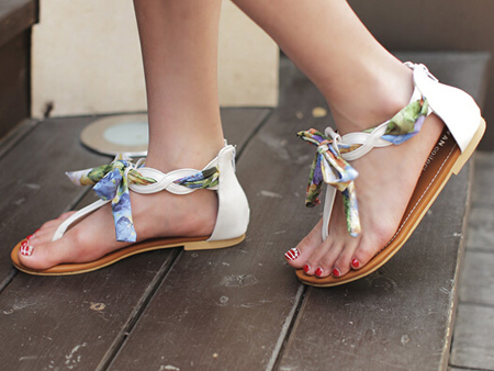 女人味十足的花色丝带凉鞋