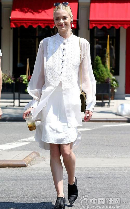 白色布洛克鞋