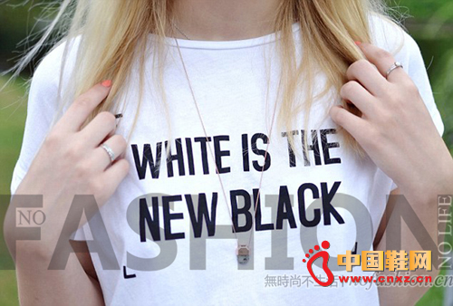 """""""white is the new black"""" 白T恤"""