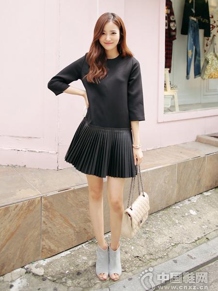 褶皱裙拼接设计的连衣裙