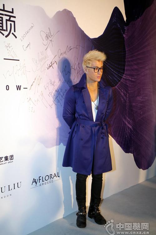 许绍洋着帅气鞋服受邀出席时尚盛典