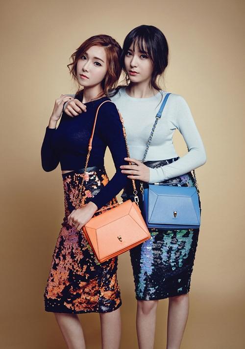 韓國女子組合少女時代前成員jessica和f(x)成員krystal攜手代言品牌圖片