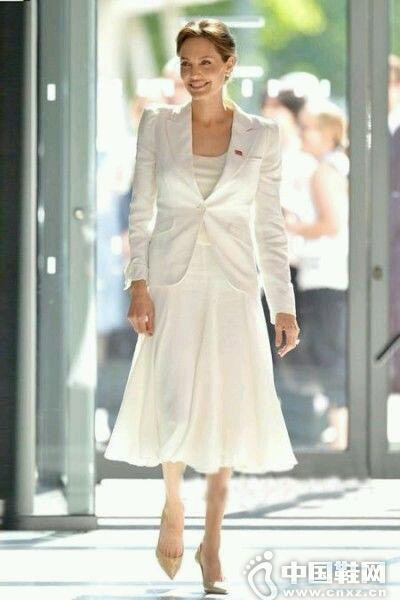 冬天欧式复古连衣裙如何搭配外套