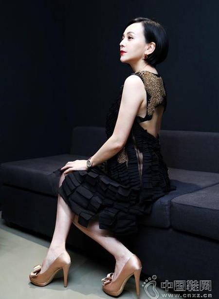 熟女透视装15p_王琳穿透视装搭高跟鞋出境 熟女风造型获赞