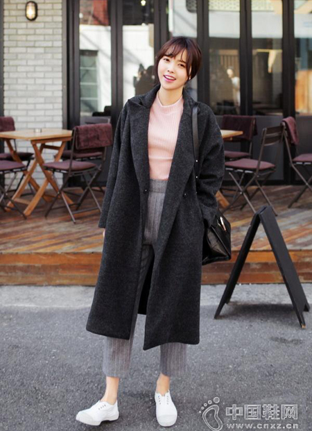大衣+针织衫+阔腿裤