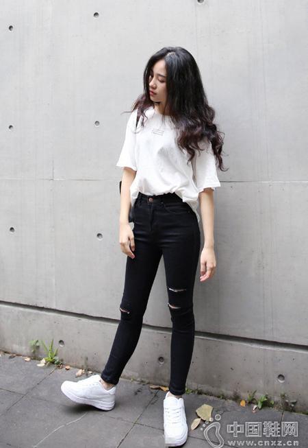白色運動鞋の韓系範