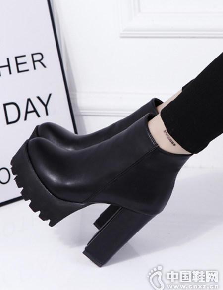 黑色踝靴百搭N种造型