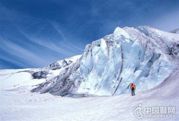 日本登山队攀登北美最高峰遇险 1人生还4人失踪