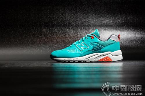 New Balance MRT580 Re-engineered 系列鞋款