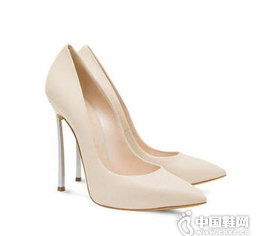 每个爱美的女孩儿都需要一双防水台高跟鞋