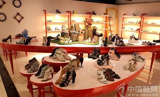 """鞋店这样陈列""""换季新品""""与""""过季货品"""",顾客才爱买"""