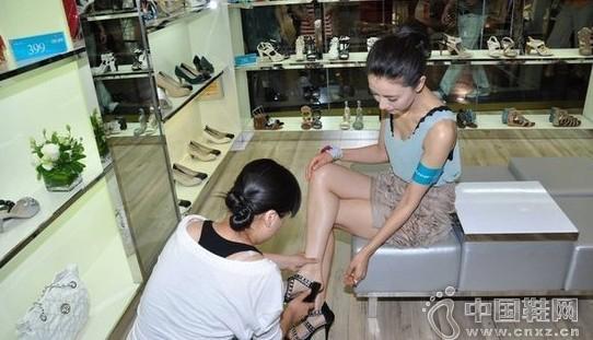鞋子难卖?摸过顾客的脚才能卖对鞋!