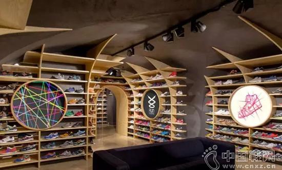 还在单纯的卖鞋吗?看看这家鞋店是怎样卖色彩