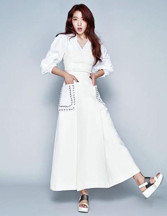 朴信惠登杂志封面 展清纯优雅的魅力