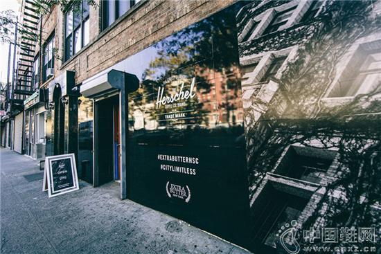 这家很火的纽约球鞋店 爱玩的元素都和电影有关