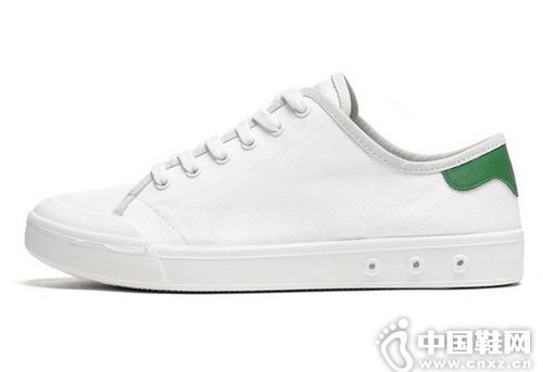这个春天备上这8双小白鞋就够了!