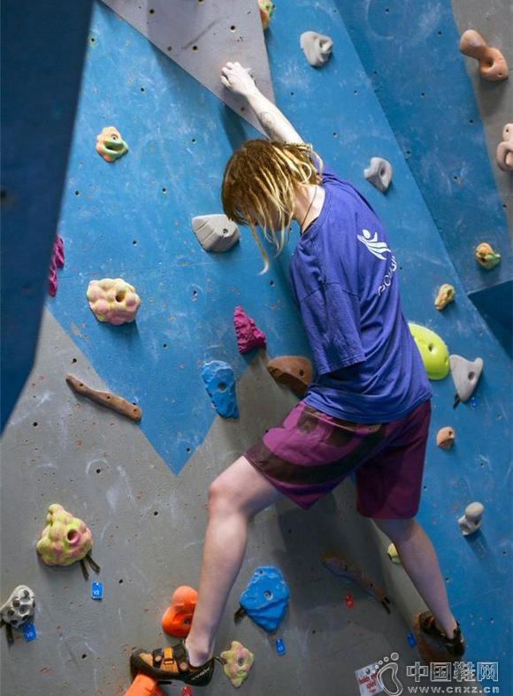 英国独臂女孩成为攀岩冠军 加入奥运代表队