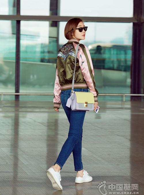 袁姗姗现身机场 展示活力十足的春季着装