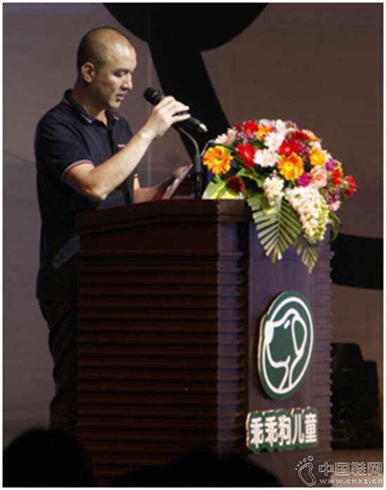 董事长黄峥嵘先生致欢迎辞