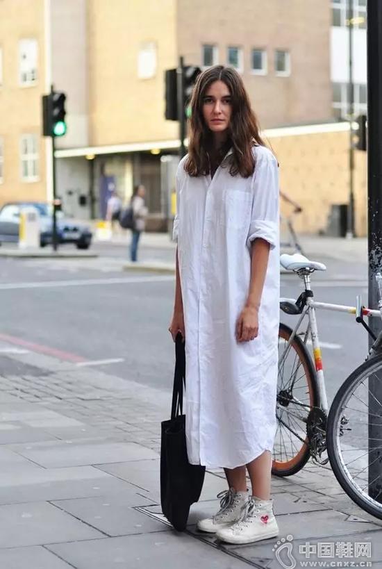 街拍衬衫裙的撩人穿搭