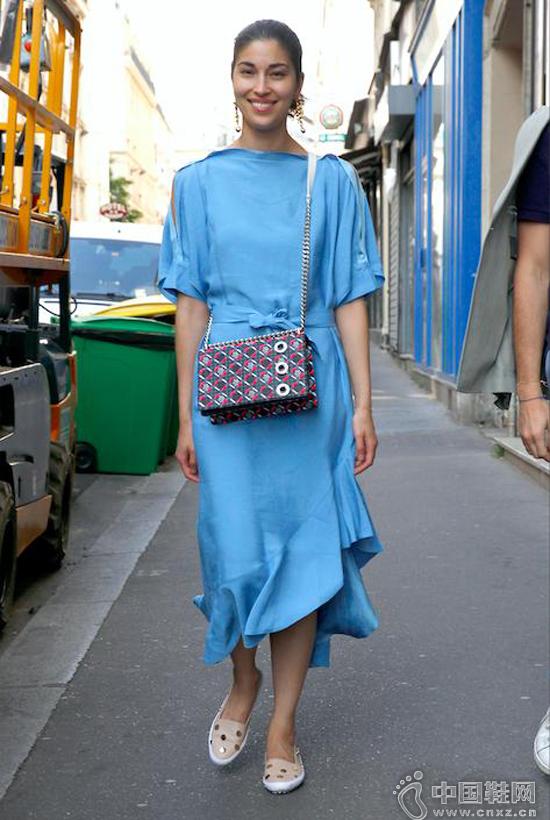 夏日最降温的颜色莫过于这一抹百搭的清爽蓝