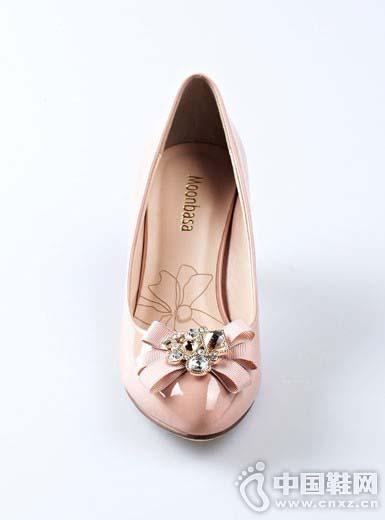 中国鞋网:卓诗尼女鞋引领新时尚