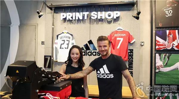 阿迪全球首家足球旗舰店开业 贝克汉姆现身助阵