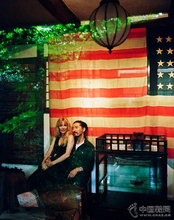 东京世田谷,中村世纪与他的妻子科尔西,拍摄于中村家拥有220年历史的古屋中
