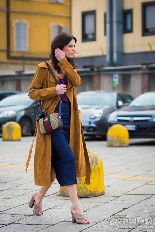 像我们这么傲娇的问摈置米� 穿拖鞋也是美着呢!