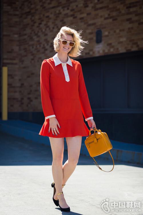 【街拍】裙装就穿膝上10公分 显腿细长效果赞