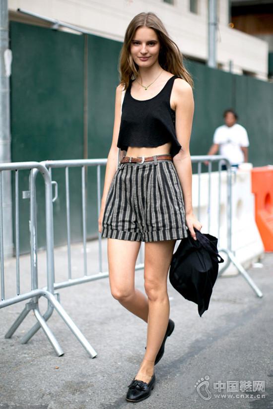【街拍】今夏条纹穿对了显瘦又时髦!