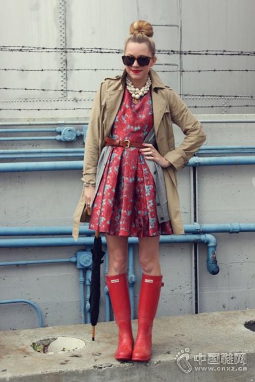 街拍潮人告诉你雨靴这样搭最时髦