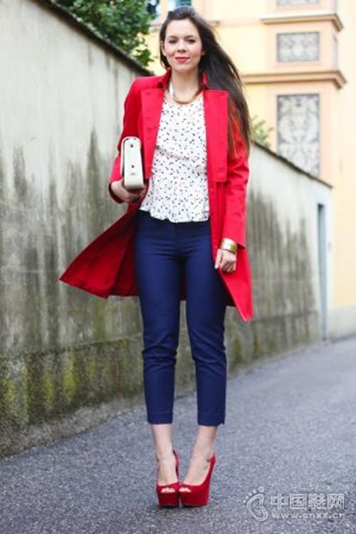 专属红色凉鞋,时尚女孩必备单品