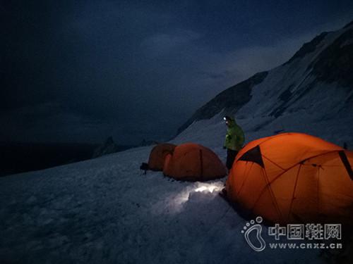 中国地质大学(北京)成功登顶雀儿山