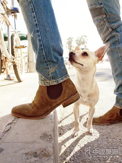 今天我穿___靴去上班,然後走到哪帥到哪