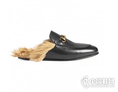 一双乐福拖鞋轻轻松松穿出时髦感