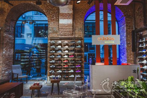 adidas莫斯科首家旗舰店