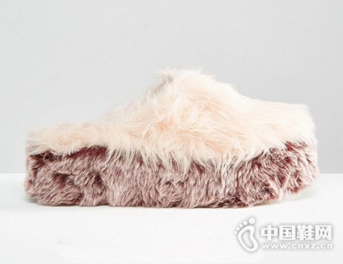 超可爱又保暖 女孩们今年秋冬要有一双毛毛鞋