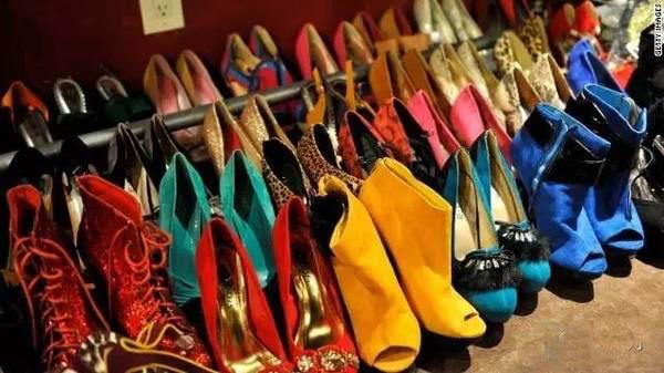 如果你的鞋柜,只能留下4双鞋子,你怎么选?