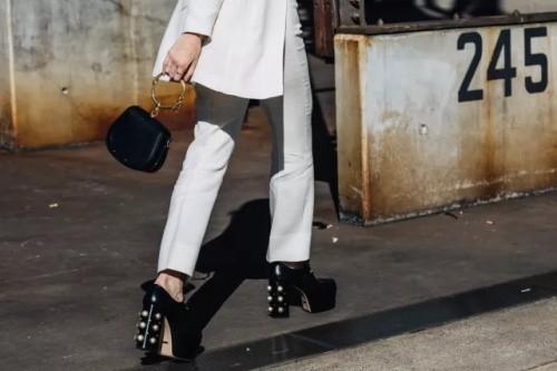 哈森harson女鞋2018新品上市 走现代时尚之路图片