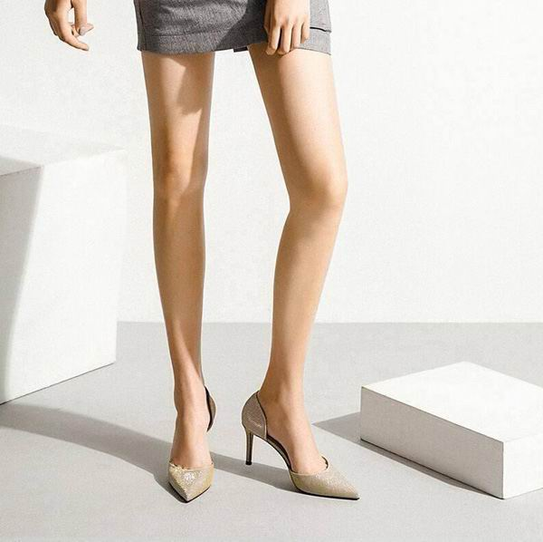每个女人穿上高跟鞋,有致命诱人的女人味