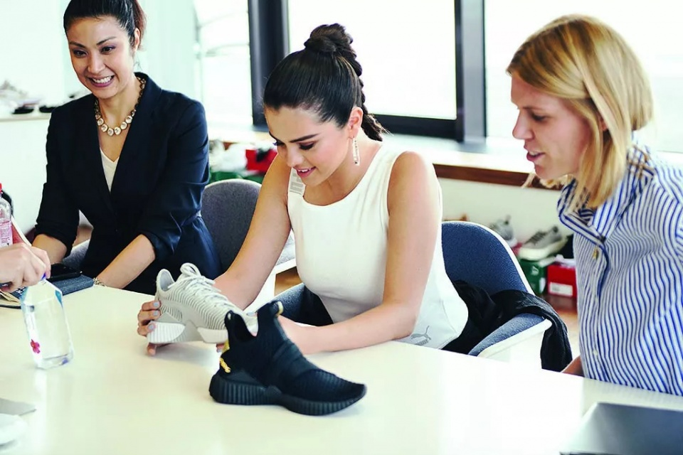 selena gomez|麻花辫造型探访puma总部 登封面庆祝品牌诞生70周年图片